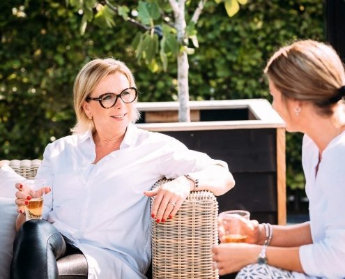 MindFul-genieten-Angela-zittend-met-client